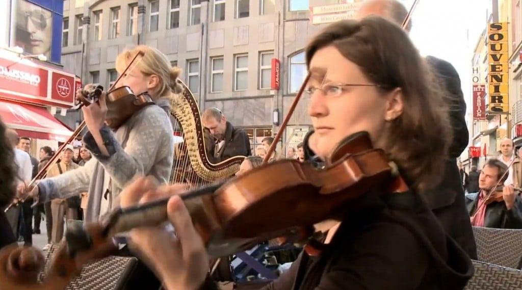 Star Wars orchestra flash-mob