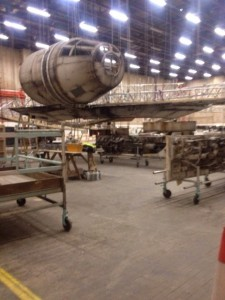 millennium-falcon-star-wars-spoiler-sneak-peek-behind-the-scenes-photos-014-480w