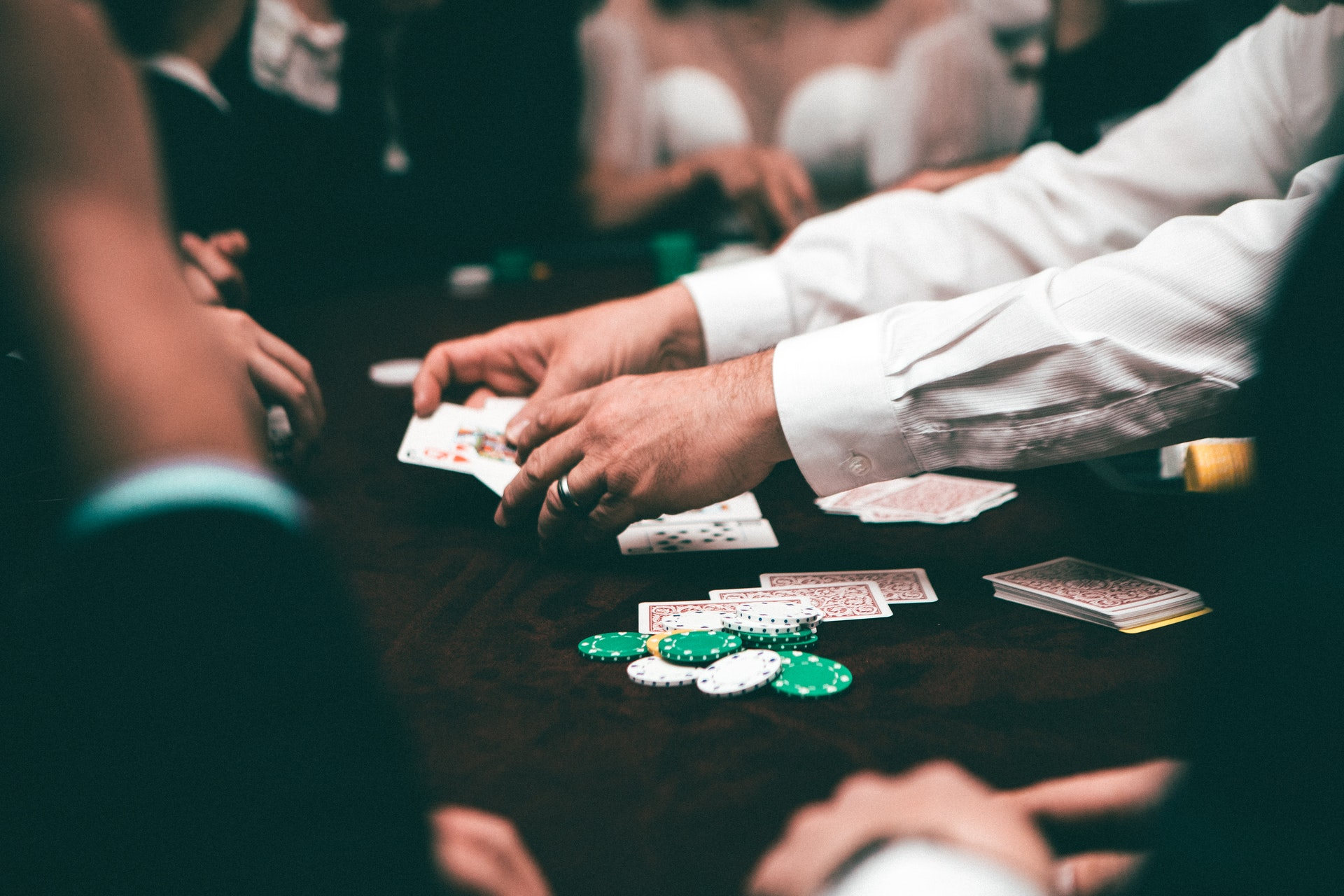 when is the best time to play poker in a casino